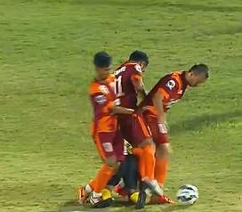 Nur Iskandar terjatuh ketika dihadang tiga pemain PBFC