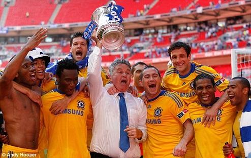 Hiddink di masapertamanya menjaadi manajer interim Chelsea membawa gelar FA Cup 2009