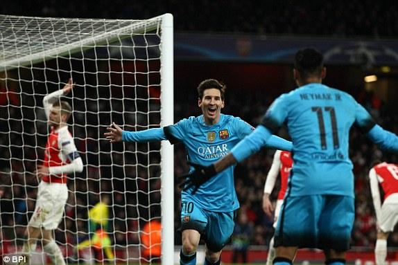 Messi Kalahkan Cech di Kemenangan Barcelona atas Arsenal
