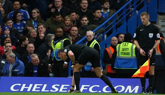 Insiden Lemparan Koin Pada Laga Chelsea vs. Man City