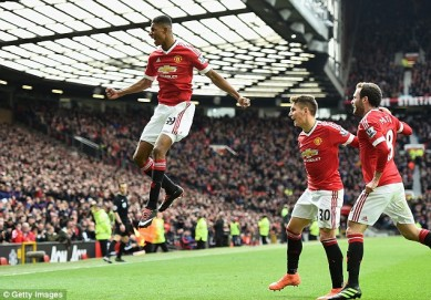 Selebrasi Rashfor ketika mencetak gol ke gawang Arsenal