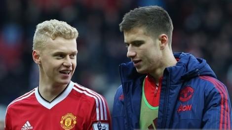 James Weir (Kiri) dan Paddy McNair pasca laga melawan Arsenal akhir pekan lalu