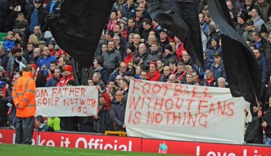 Aksi Protes Pendukung Liverpool Atas Mahalnya Harga Tiket Pertandingan