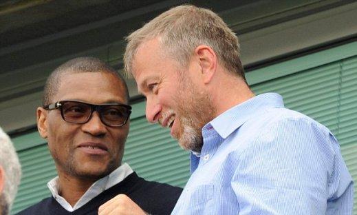 Pemilik Chelsea, Roman Abramovich bersama Direktur Teknik, Michael Emenalo
