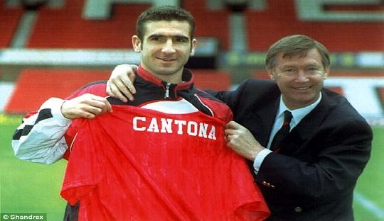 Kepindahan Cantona menuju Old Trafford dari Elland Road akhirnya memicu api rivalitas kedua tim