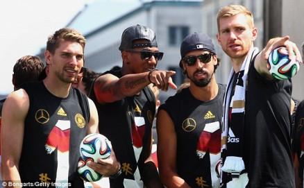Zieler (paling kiri) ketika parade perayaan gelar juara Piala Dunia Timnas Jerman