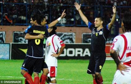 Alam Shah, Ridhuan dan Roman ketika merayakan gol di Derby Malang tahun 2010