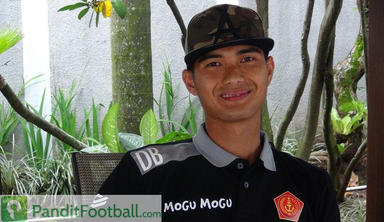 Dhika Bayangkara, Antara Militer dan Sepakbola