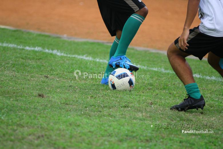 Lionel Messi, Sepatu, dan Penghinaan