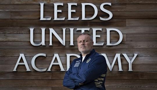 Neil Redfearn menjadi aktor dibalik mencuatnya nama-nama baru di skuat inti Leeds. Ia dipecat chairman Massimo Cellino lantaran dinilai tidak satu visi