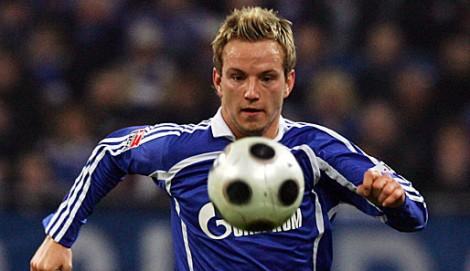 Ivan Rakitic ketika masih memperkuat Schalke 04.