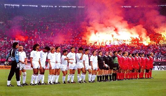 Benfica di partai final Piala Eropa 1990 melawan AC Milan