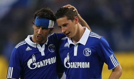 Draxler ketika bermain bersama Raul di Schalke 04