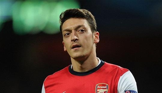 Mesut Özil dan Kesenangan Baru di Posisi Barunya